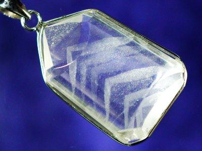 ホワイトファントム水晶ペンダントトップ